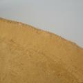 Выравнивание песка внутри бассейна