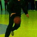 Веселая эстафета. Этап скоростное ведение баскетбольного мяча. Лидер - капитан токарей Валерий Гергель