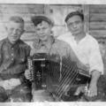 Хованов Александр Иванович (слева) с гармонистами села
