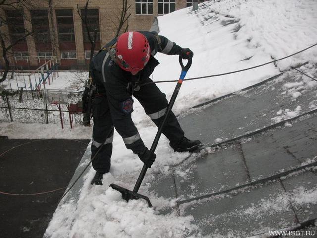 Очистка кровли от снега и наледи обучение