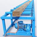 Приводной рольганг отличается наличием привода, который вращает ролики.