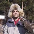 Директор питомника Светлицкий Олег Анатольевич со своим балобаном