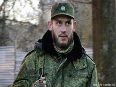 Украинские солдаты в плену целуют портреты Владимира Путина