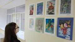 На школьный выставке 72 рисунка