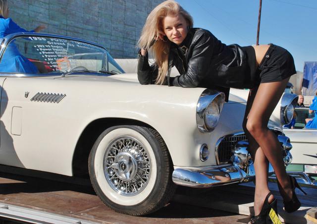 Девушка с девушкой в авто фото 497-64