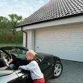 Гаражные ворота: Наибольшей популярностью для закрытия гаражных проемов пользуются утепленные секционные и подъемно-поворотные ворота.