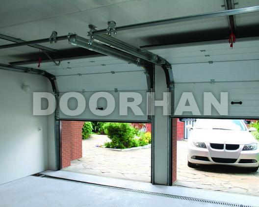 Гаражные подъёмно-секционные ворота DoorHan в комплектации с автоматикой.