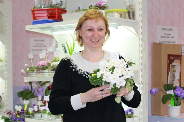 Светлана Репкина и ее РС-Снежный Хоровод. К концу первого дня с сорта сняли все возможные листья!!!