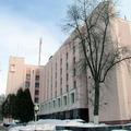 Гостиница Октябрьская расположена в исторической части Гомеля, недалеко от набережной реки Сож. Построена гостиница была в 80-е годы прошлого века.