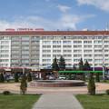 Беларусь, г. Гомель, Привокзальная пл. , 1 Гостиница Гомель расположена в непосредственной близости от железнодорожного вокзала Гомеля в здании, построенном в 70-е годы прошлого века.