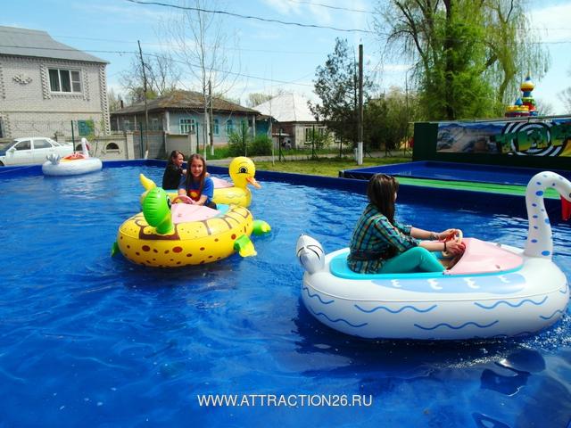 аттракцион надувной бассейн с лодками
