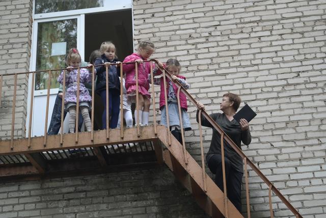"""В рамках плановых мероприятий, 13 сентября 2016 года в МДОУ детском саду комбинированного вида №20 """"Ласточка"""" прошла учебная эвакуация по пожарной тревоге."""